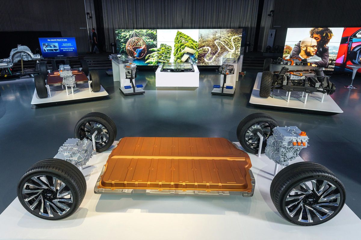 Honda To Use GM's Ultium Battery, Super Cruise Hands-Free ...